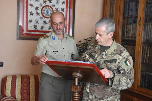 COMFORDOT Commander signing